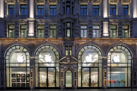 Apple má na krku kuriózní žalobu. Tentokrát od seniora, kterému v Apple Store vymazali data z iPhonu