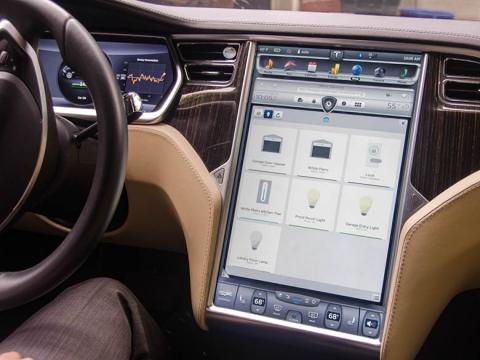 Pro vozy Tesla vznikla nová služba, která umí ovládat domácnost přímo ze sedačky elektromobilu