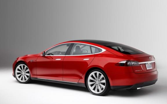 Hokus Pokus Startus: Majitelé Tesla Model S jej budou moci nastartovat iPhonem