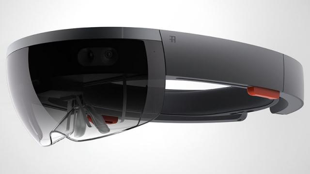 HoloLens neoslní velikostí zorného pole a vydrží na jedno nabití 5,5 hodiny