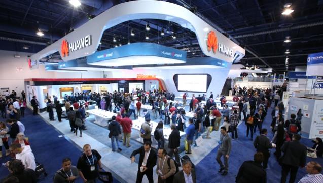 Huawei se s modelem P8 lite daří. Prodalo se ho více než 10 milionů kusů