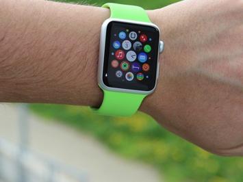 Apple v září s novými iPhony představí i další generaci chytrých hodinek