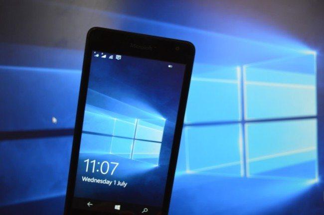 Je tu další preview mobilních Windows 10: Můžete snimi posílat SMS přes počítač