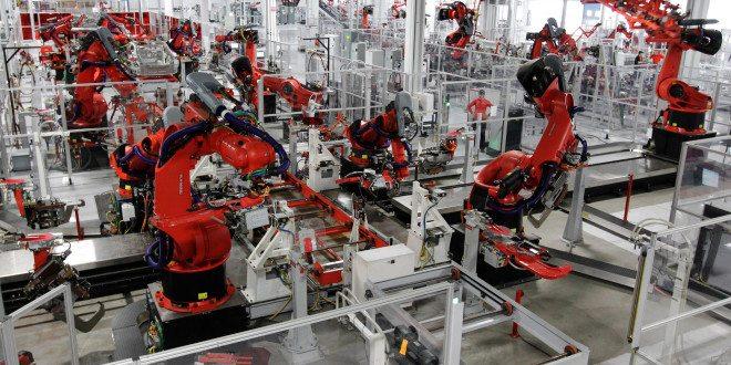 Foxconn propouští 60 tisíc zaměstnanců: iPhony za ně budou montovat roboti