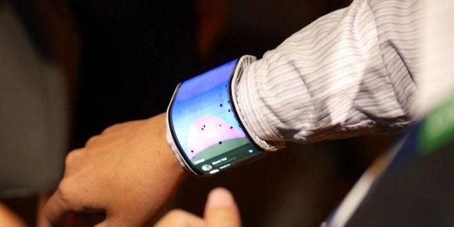 """Lenovo má patent na ohebný smartphone svestavěným """"ohřívačem"""". Kčemu bude sloužit?"""