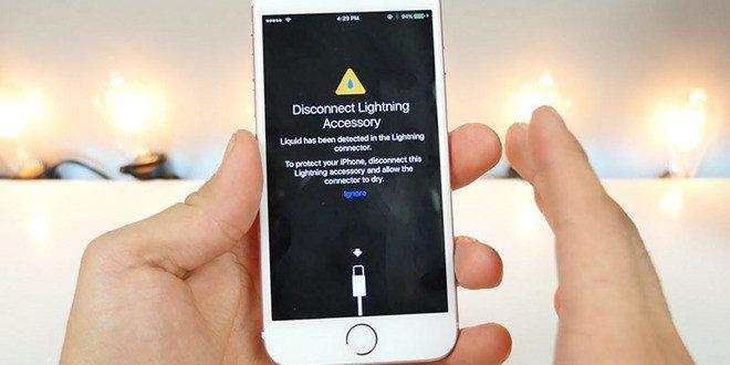 Kritická chyba: uzamčený iPhone dokáže s kabelem odemknout kdokoliv