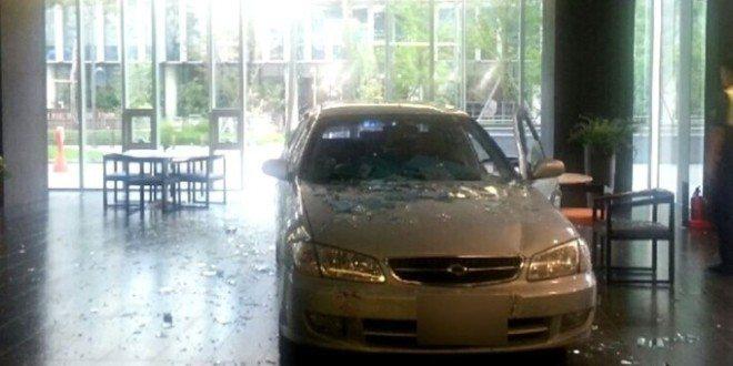 Mobilní hry mu zničily život. Namířil to autem přímo do budovy herní společnosti Nexon
