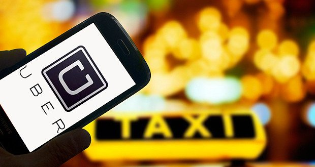 Uber zlevňuje, cena za službu UberPOP klesla o 15 procent