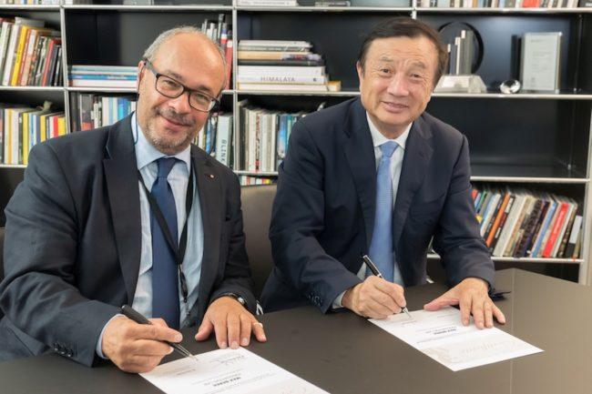 max-berek-innovation-lab_-signing_dr-kaufmann_and_ren-zhengfei