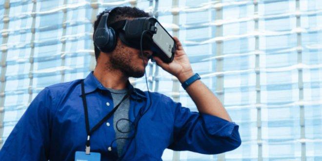 Samsung pracuje na samostatné virtuální realitě sextra jemným displejem