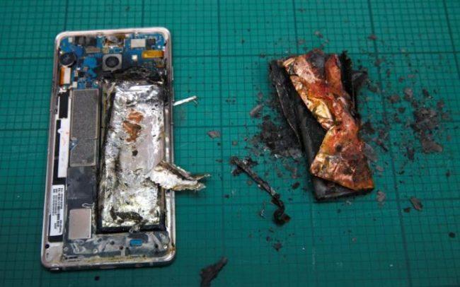 Galaxy Note7 je skvělý kus hardwaru, od začátku jej ale provázejí problémy s explodujícími bateriemi.