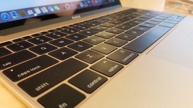 Zvyknout si na extrémně nízký zdvih klávesnice chvíli trvá