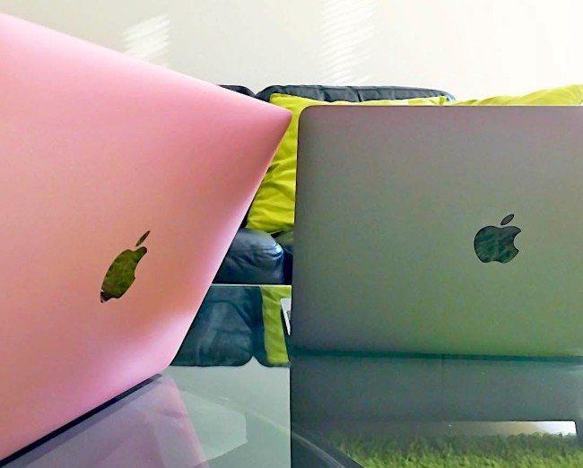 """Letošní a loňská generace 12"""" MacBooku"""