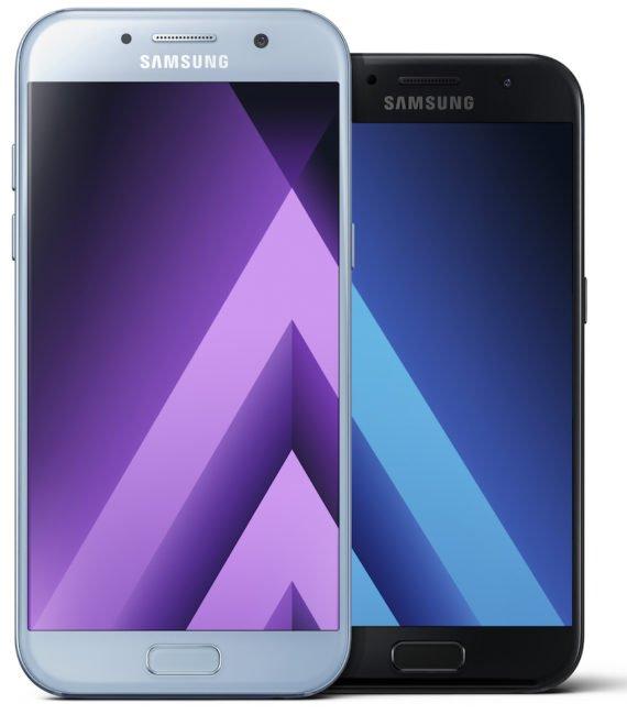 Galaxy A5 (vlevo) a Galaxy A3 v edici pro rok 2017