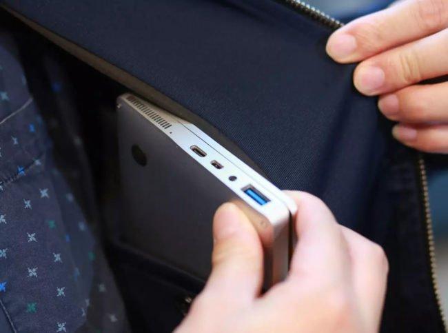 Notebook do kapsy: jemný 7″ displej, Windows 10 a 480 gramů