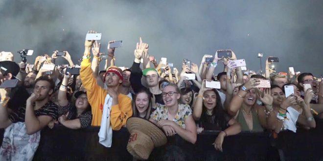 Zloděj na festivalu ukradl více než 100 telefonů. Dopadli jej díky funkci Find My iPhone