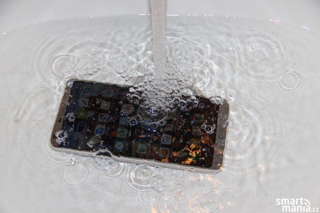 LG G6 se vody rozhodně nebojí