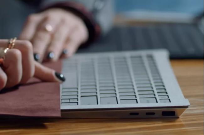 Produktové video Surface Laptopu odhalilo, že v Microsoftu o USB-C přemýšleli