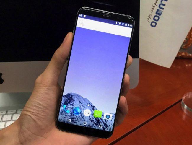 A takhle Bluboo S8 vypadá v reálu. Rozdíly oproti tiskovému snímku jsou patrné na první pohled, aneb takhle se klame zákazník.