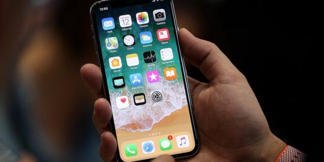 Apple snižuje objednávky komponent na iPhone X: je na vině nedostatek displejů?
