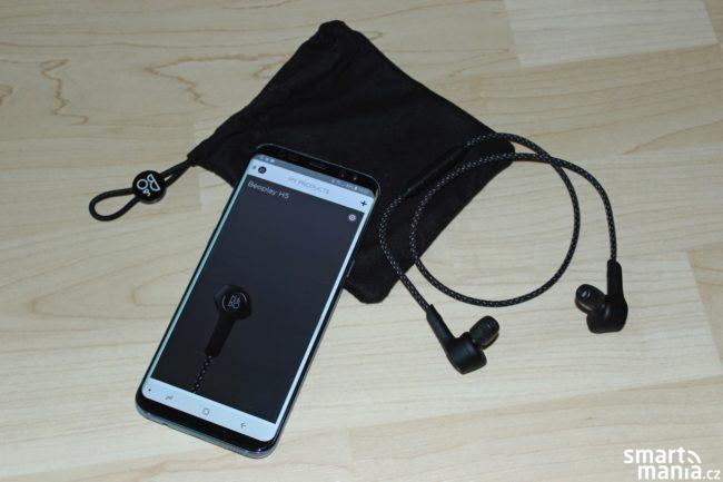 Skrze mobilní aplikaci můžete do sluchátek stahovat nový firmware a naleznete zde také propracovaný ekvalizér.