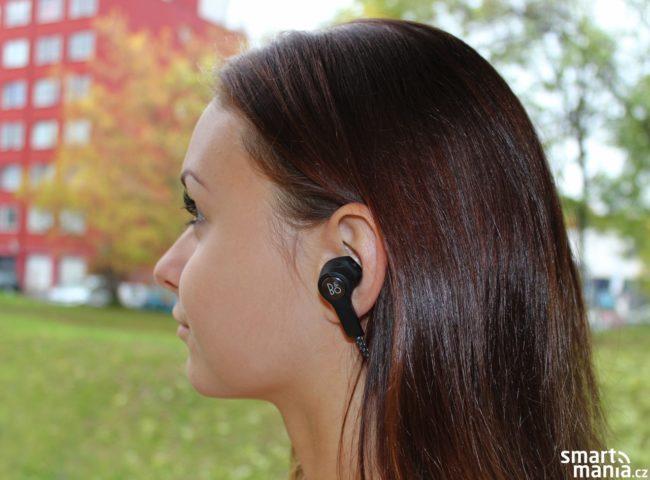 S pěnovými nástavci Comply sluchátka skvěle padnou do všech typů uší.