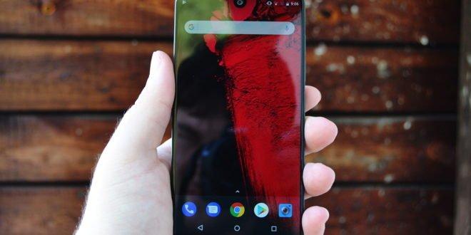Recenze Essential Phone: bezrámečková stylovka se šrámy na duši