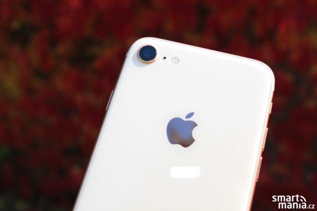 iPhone 8 fotí skvěle nejen za dobrého světla, ale i v horších světelných podmínkách…