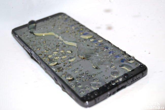Huawei Mate 10 Pro se vody nebojí…