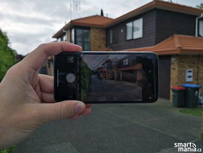 iPhone X fotí skvěle nejen ve dne, ale i v šeru a v noci