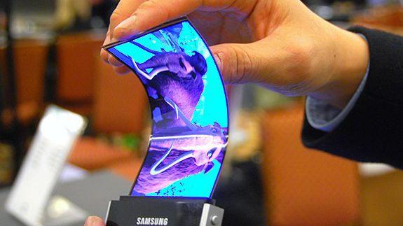 Ohebný displej od Samsungu má být základem pro zcela nový typ smartphonu