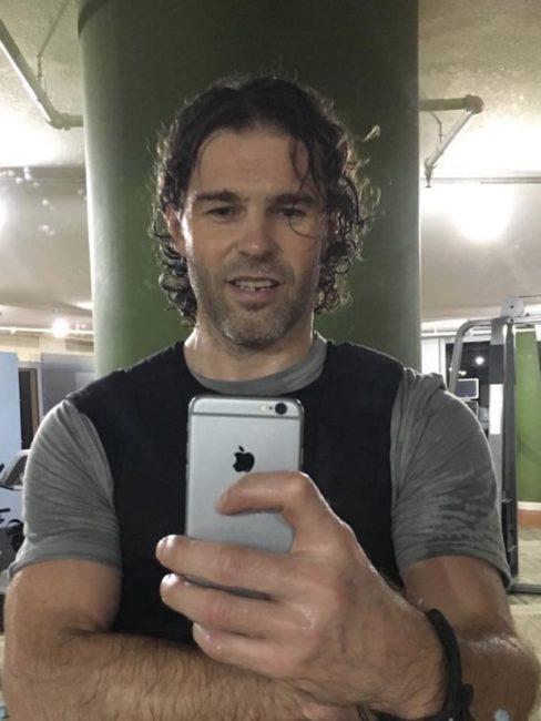 """Jaromír Jágr byl tváří značky Huawei v roce 2016, nicméně tahle fotka """"provařila"""", že souběžně používá také iPhone"""