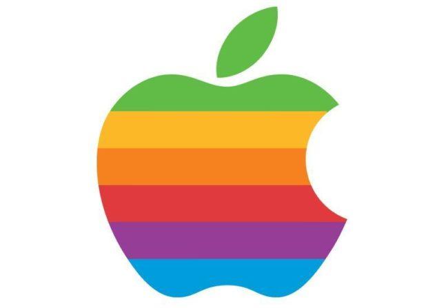 Tohle logo od Roba Janoffa vzniklo už v roce 1977 a v nezměněné podobě jej Apple používal až do roku 1998. A příliš se neliší ani od dnešní verze, u které se změnila pouze barva výplně.