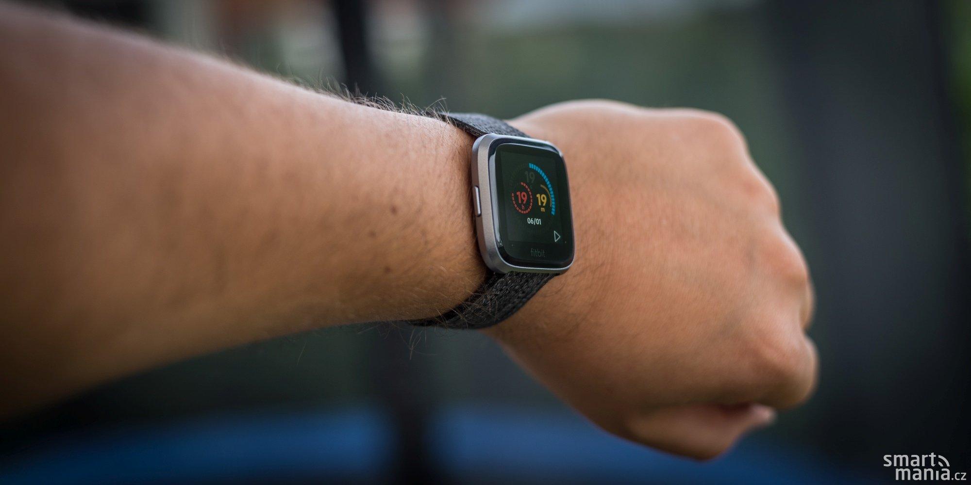 5b9f60a1aac Fitbit Versa recenze  na půl cesty k chytrým hodinkám