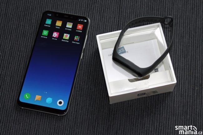 Xiaomi Mi 8 a Xiaomi Mi Band 3