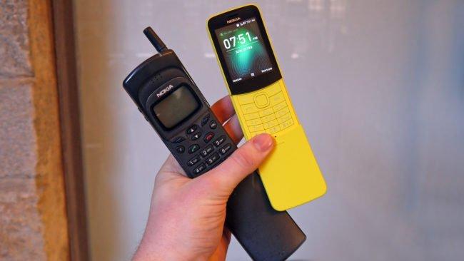 Původní Nokia 8110 z roku 1996 & letošní banánová reinkarnace