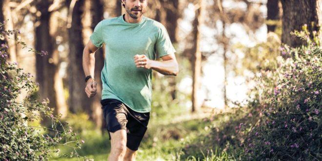 Sportovní náramek Fitbit Charge 3 se začal prodávat na českém trhu