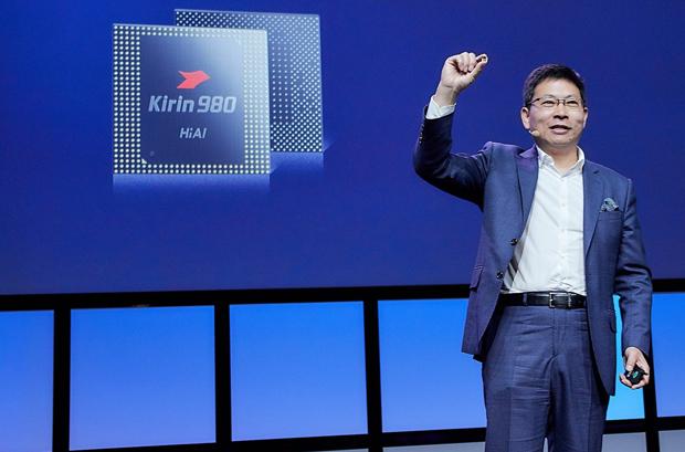 Richard Yu, šéf divize spotřební elektroniky Huawei, představuje Kirin 980