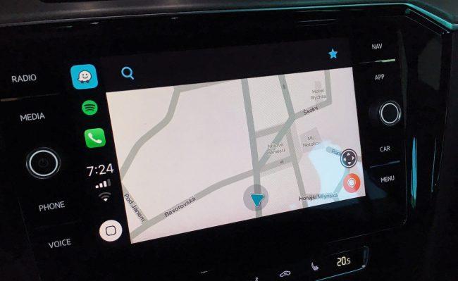 Navigace Waze konečně přichází s podporou pro Apple CarPlay