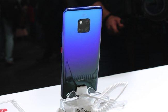 Huawei Mate 20 Pro v Twilight edici s duhovými zády