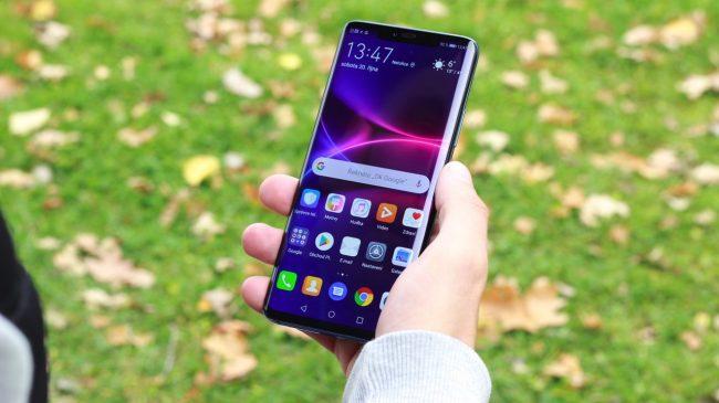Ergonomie telefonu je příkladná. V ruce se Huawei Mate 20 Pro drží skvěle.