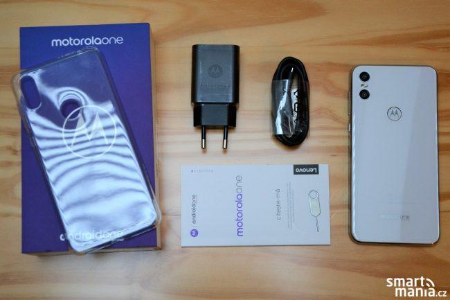 Motorola One recenze
