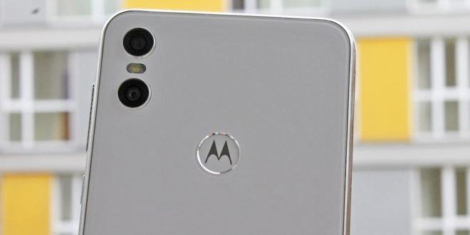 Motorola One dorazila na český trh: levná a s čistým Androidem (první dojmy)
