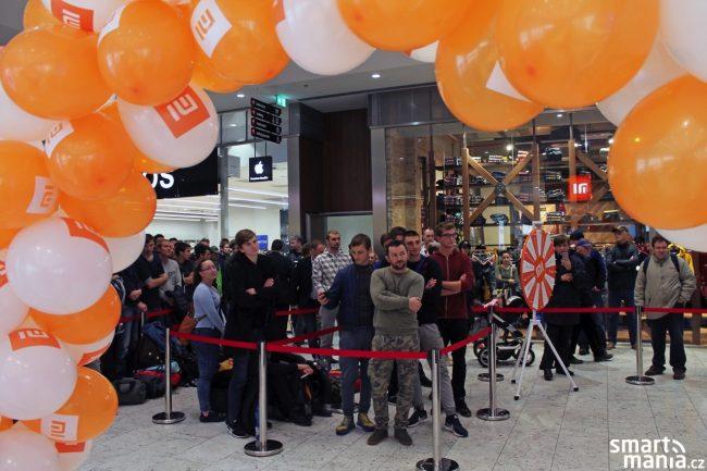 Otevření nového Mi Store a lákavé slevy si opět nenechali ujít stovky zájemců