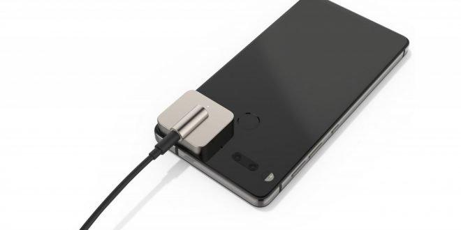 Pozdě a bez šance na úspěch: Essential Phone dostává přídavný 3,5mm jack za 4 tisíce korun