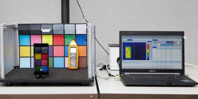 Samsung dovolil nahlédnout do svých laboratoří. Podívejte se, jaké testy telefony podstupují
