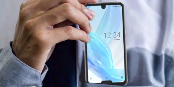 Telefon se dvěma výřezy se stává skutečností. Strašit bude zákazníky v Asii