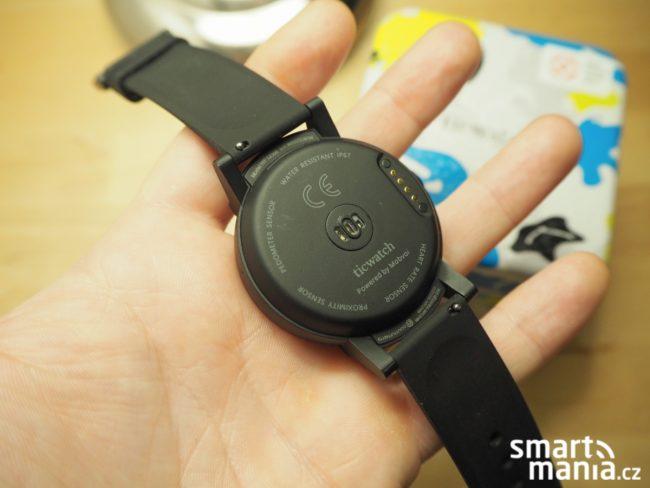 Ticwatch E recenze