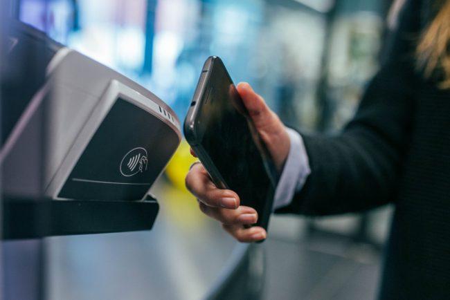Android Pay a Apple Pay: jak funguje placení telefonem?