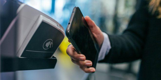 Placení telefonem není jen NFC. Jak funguje Android Pay a Apple Pay a v čem se liší?